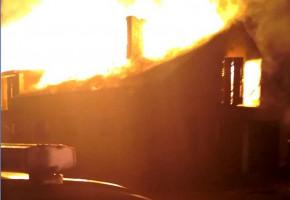Ratowali inwentarz z płonącej stodoły-25932