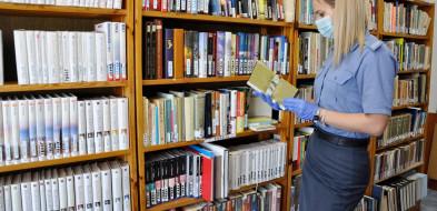 Książki i literatura za wysokimi murami-28460
